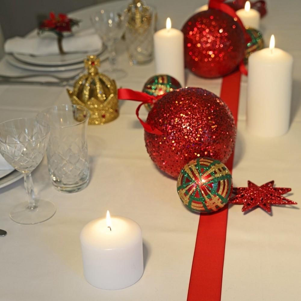 8 cm julekugle, perlemor, rød m/grøn og guld scotch glitter-01