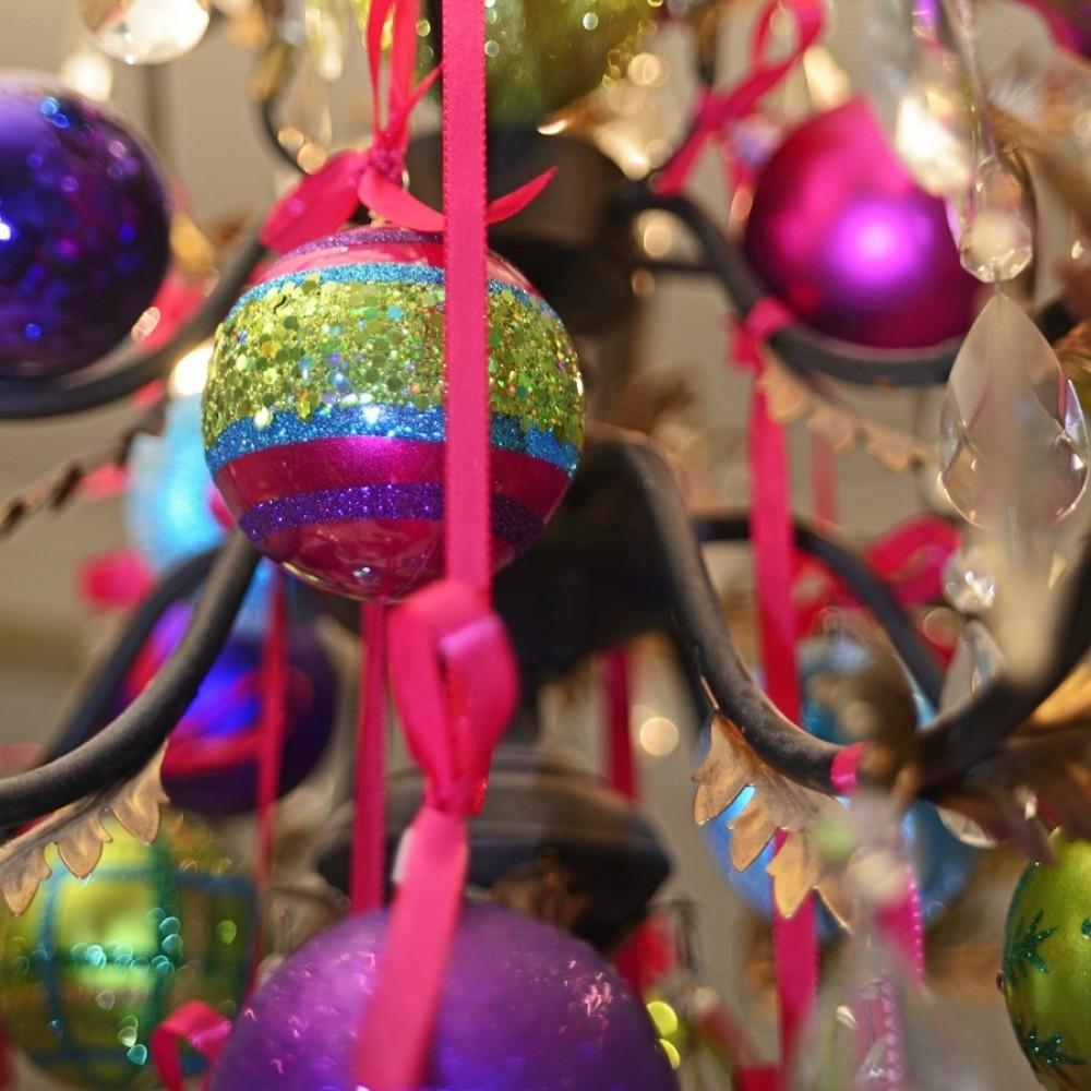 8 cm julekugle, perlemor, lime m/snefnug, rød simili og grøn glitter-01