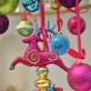 8 cm julekugle, mat, lime m/hvid, turkis, sort dot glitter og bælte-01