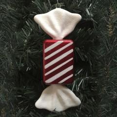 20 cm slik, rektangulær, perlemor rød med hvidt glitter og haler